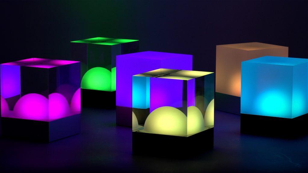 CUBE Tischleuchten bunt beleuchtet