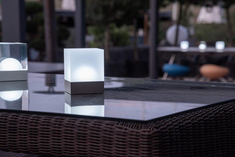 Weiße Tischbeleuchtung Akku Gartentisch