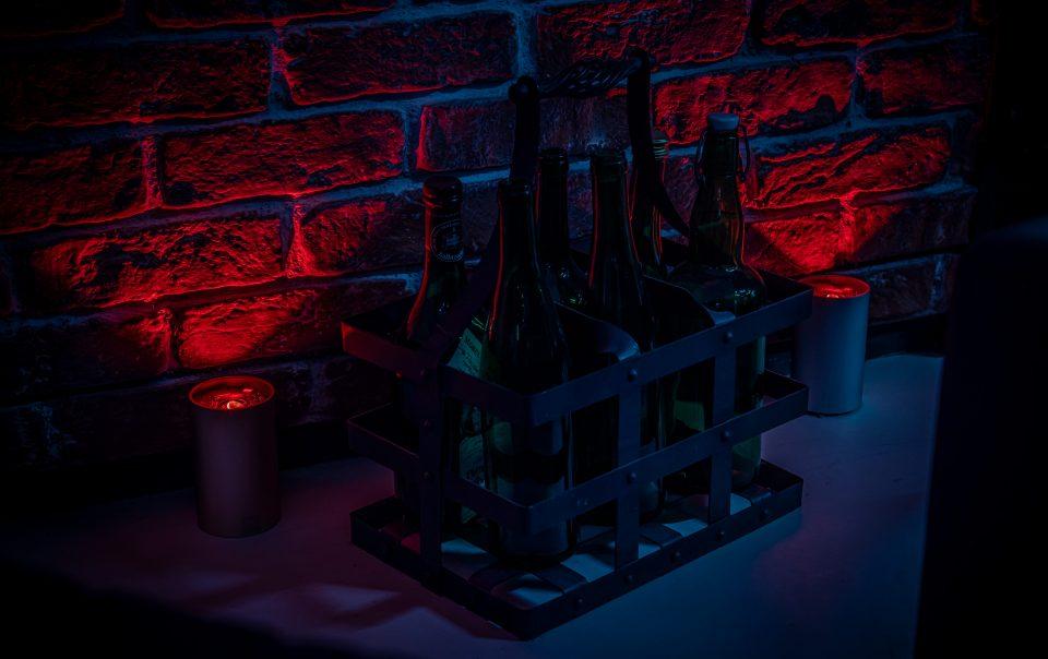 Kabellose CAN bei Nacht mit rotem LED Licht