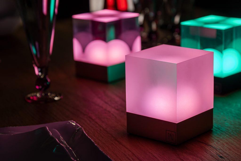 Rosa Gruen beleuchtete LED Tisch Lampen von FRIZ